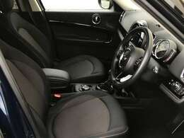 MINIの中でも大きいクロスオーバーは車内も広々としています。