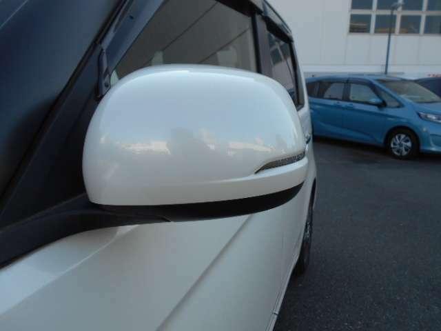 ドレスアップ効果で車をカッコよく魅せるドアミラーウィンカーです周囲からも非常に目立ちます