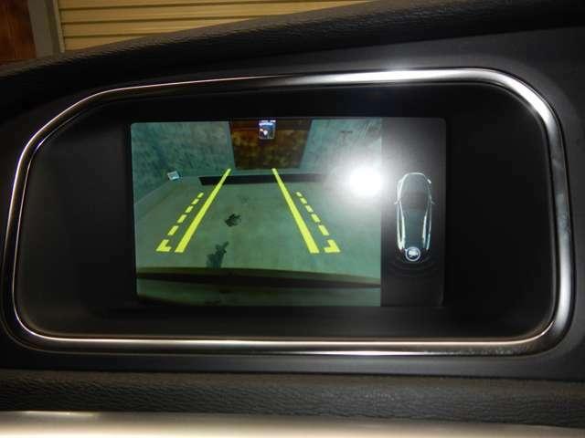 純正HDDナビ地デジTV・バックカメラも見えやすいです。USB/Bluetooth接続可能です。