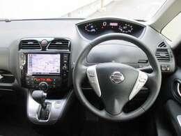 運転席周り(純正メモリーナビ・運転席/助手席SRSエアバック・チルト機能付本革巻きパワーステアリング/ステアリング内オーディオコントロー・ASCD/クリーンフィルター内蔵フルオートデュアルエアコン)
