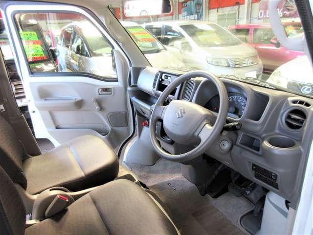 運転席のインパネ周辺も、使用感が少なくキレイです☆内装ダメージが少ない軽バンは稀少です!