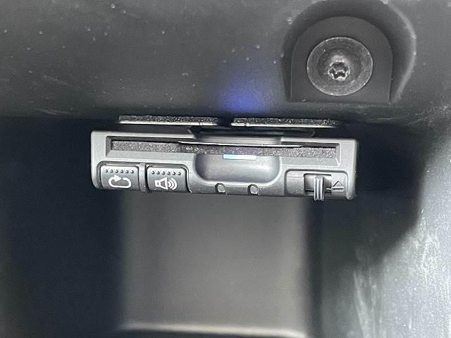 ETC車載器、ドライブレコーダー本体です。高速道路の使用の多い方には欠かせないです。