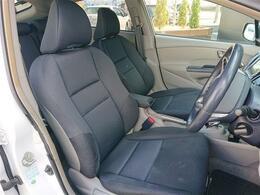 内装仕上げ済み!運転席シートは低めのポジション。シートリフターが付いていますので、小柄な方でもベストポジションが見つけられます!
