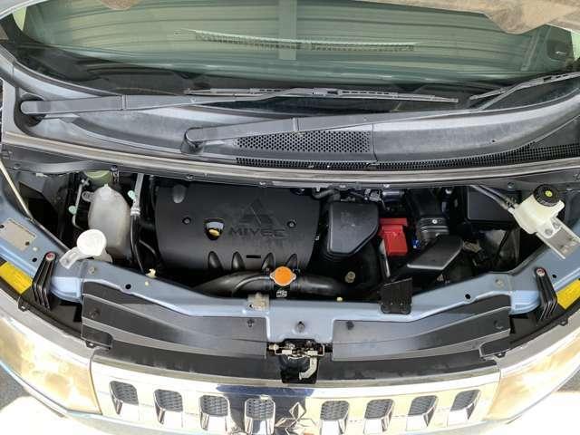 きれいなエンジンルーム。点検整備、消耗品交換込みの価格です。安心してお乗りいただけます。