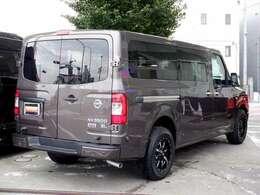 全長611cm全幅201cm高さ215cmと、国産車には無いビッグサイズ!現状3ナンバー登録ですが、1ナンバー(貨物)登録も承ります。
