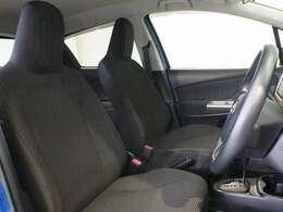 座り心地のいいソファのようなシート。運転席も助手席もリラックスしてゆったりと座れます。