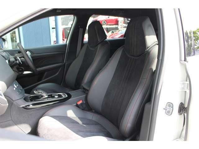 GTグレード専用のアルカンタラとテップレザーのスポーツシートとなります。