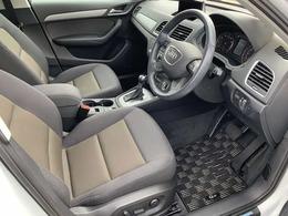 ゆったりとしたドライバースペースで長時間の運転でも快適にお過ごしいただけます。