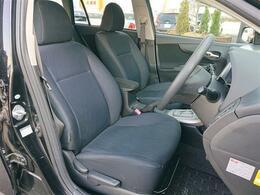 キレイに仕上げてあります!運転席は座面高さ調節アジャスター付きです。小柄な方でも運転しやすいですよ!!