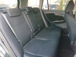 後席の背もたれがハイバックなのでしっかりと座れます。コンパクトですがしっかりしてますね!