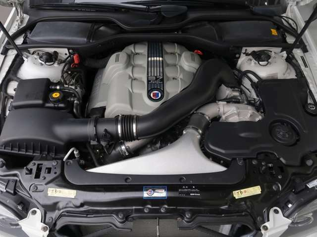 V型8気筒4400CCエンジンに、ラジアルコンプレッサーを追加しや、アルピナでしか味わう事ができないハイパワーなエンジン。500馬力のカタログパワーとなります。