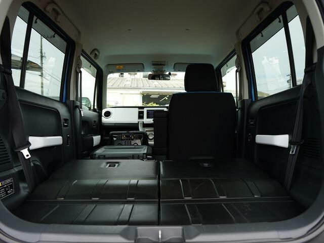 リアシートを収納すれば、広大なラゲッジルームが広がります。さらに助手席を収納すれば、長尺物の収納も可能になります。