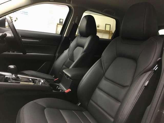 運転席同様に助手席もシートヒーター完備♪寒い冬には必需品ですね♪ドライバーには嬉しいステアリングヒーターも搭載♪