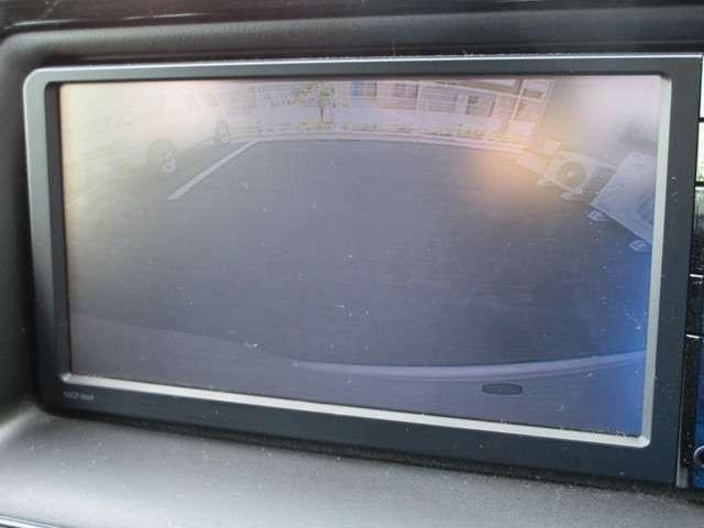 カラーで見やすい★バックカメラ★装備!お車が初めてのお車や、バック操作が苦手な方には安心の装備ですね♪