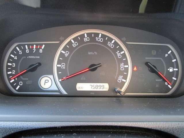 先進的なデザインで見やすいメーター廻り♪ディスプレイには平均燃費などが表示されます。