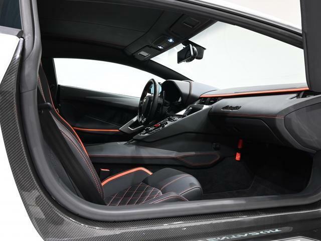 細かな調整が出来る電動シートに、寒い時期でも快適なシートヒーターも付いております。(Fully Electric and Heated Seats)