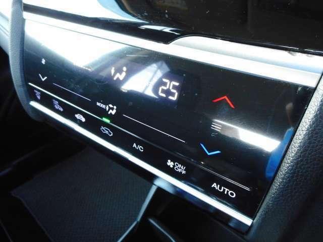 オートエアコン装備☆オートエアコンは設定温度を合わせるだけで自動で快適な空間にしてくれます。日差しの強い日も雨の日も室内は年中快適ですね!