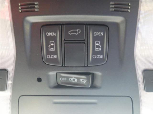 リアゲート&両側電動スライドドアのスイッチです。車内からもスイッチひとつでラクにドアの開閉できますよ♪