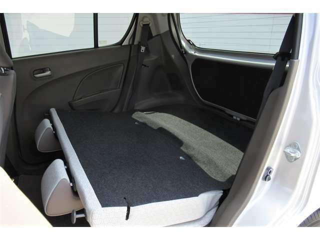 後部座席を倒すことで更にラゲッジスペースを広くすることが出来ます!
