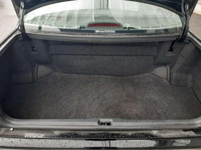 トランクは深さがあり見た目以上に広く使えます!