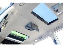 ■アルパイン製フリップダウンを装備しており、後席の方でもTVやDVDが見やすく快適です!■デュアルサンルーフを装備しており、とても開放的です!もちろん異音無くスムーズに開閉します!