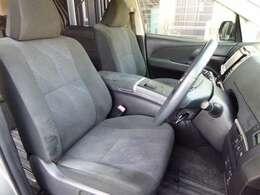 禁煙車で内装もスッキリとしております。運転席はパワーシートとなっております。