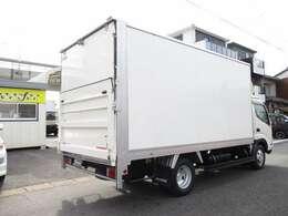 荷箱トヨタ車体 ST00A040051 垂直パワーゲート600キロ  奥行き97(スロープ+24)x幅210センチ 門口高さ202センチ ラッシングレール2段 床フック4対 内外装キレイ
