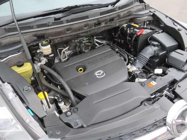 まだまだ快調なエンジンは、タイミングベルトが金属製のチェーンになってます。10万キロでベルト交換の必要がありません。先々のメンテナンスの費用も抑えられますね。
