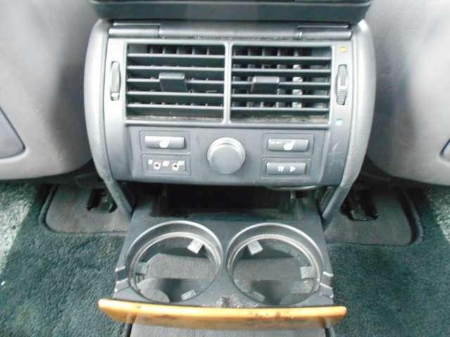 リアエアコン吹き出し口とシートヒータースイッチ