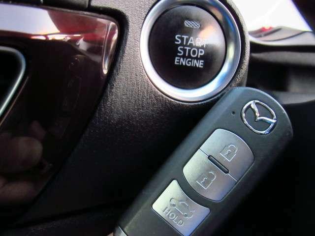 鍵を刺さずともエンジン始動、ドアの開閉が可能なプッシュスタートエンジン付!!
