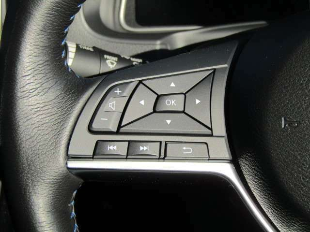 ステアリング、アクセル、ブレーキ、シフト、さらにパーキングブレーキまですべてを自動制御してくれるプロパイロットパーキングで、駐車の常識が変わります。