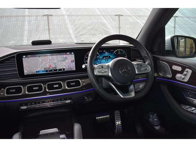 メルセデス・ベンツの定める厳しい基準をクリアしたお車のみを展示しております。また納車前整備はメーカー規定に基づき最大100項目にも及ぶ点検を熟練のメカニックによって行いご納車致します。