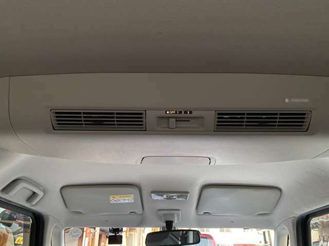 車内の空気を循環させるリヤサーキュレーター付き。