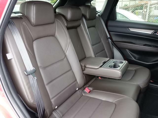 後部座席も広々スペースです◎大きな座面とリクライニング機能でゆったりロングドライブをお楽しみいただけます◎