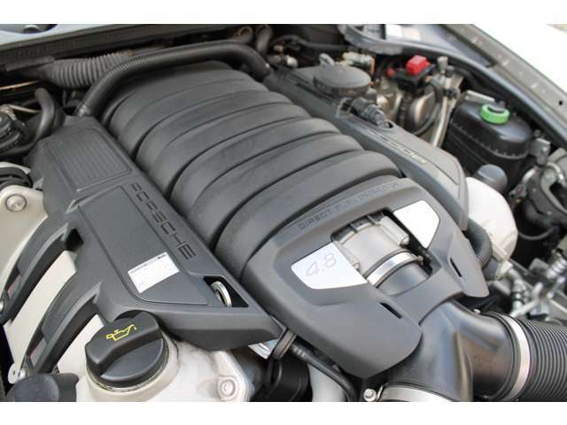 ■V型8気筒・4.8L/馬力400PS/トルク51kgm(カタログ値)■