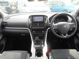 左右独立式オートエアコン付きです。運転席と助手席で、温度設定を変える事ができます。同乗者にも優しいお車ですよ。