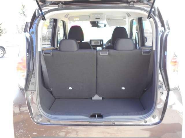 ラゲッジスペース 通常時 後席シートを前方に移動させればより大きい空間になります。