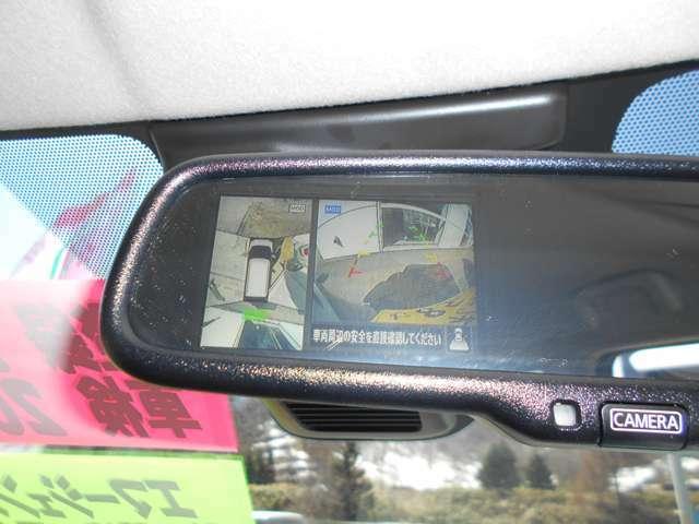 """""""インテリジェントアラウンドビューモニター""""装備なので上から見下ろす感覚で駐車する事が出来ます。映像はルームミラーに映ります。"""