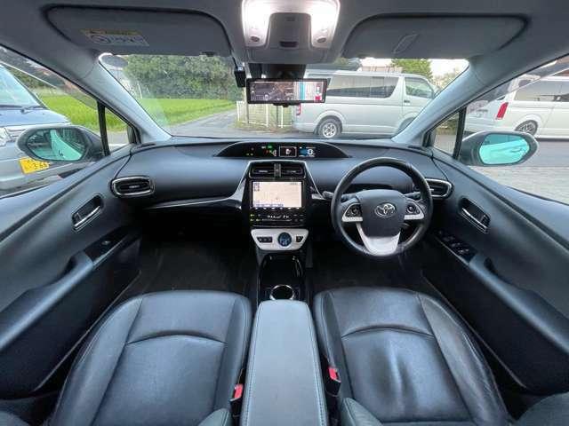 運転席、助手席このような空間になっております。