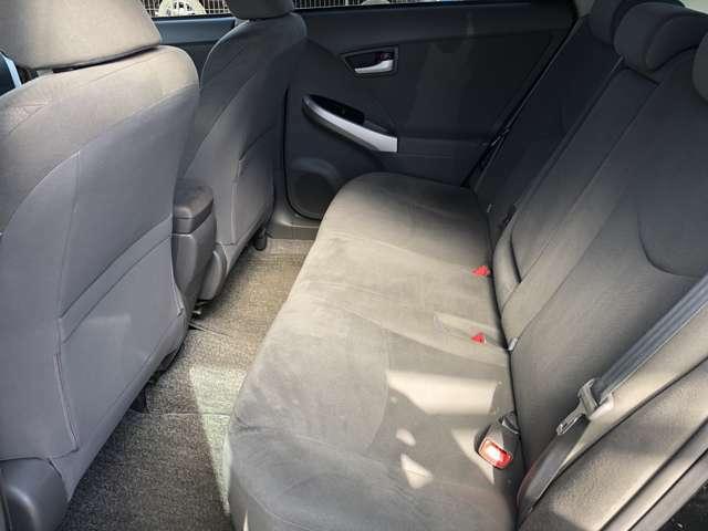 ☆後部座席☆ 後部座席も気になるようなキズ・汚れやへたり等、大きなダメージはなく、良好な状態です♪