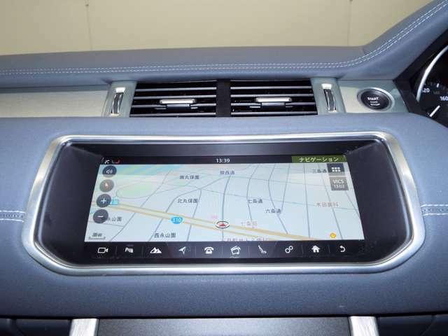 地上波デジタル放送に対応した純正SSDナビゲーション。スマートフォン感覚のタッチスクリーン操作です。