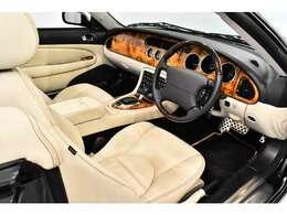 超稀少!1996年に発売されたXK最終限定モデル!4.2L V型8気筒エンジンを搭載した「XKR」をベースにクーペモデルを50台、コンバーチブルは、なんと「10台」のみの限定生産!