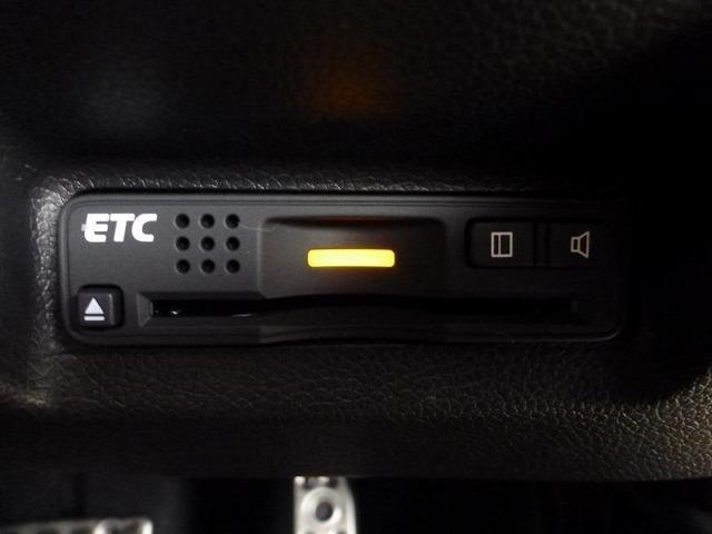 高速道路もスイスイ快適!安心・安全なドライブをサポートするビルトインタイプのETCを装備♪
