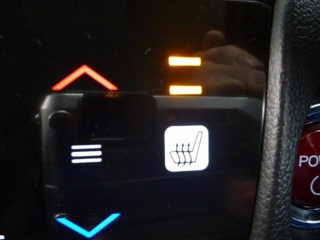 寒い日のドライブも快適に♪運転席&助手席にシートヒーターを装備。