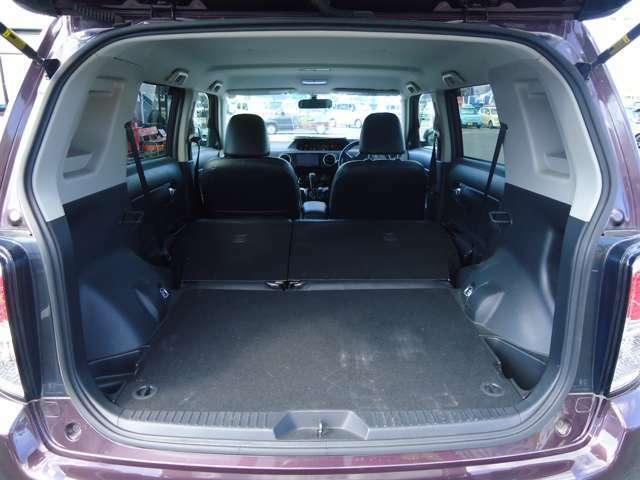 後席シートは左右分割で倒れるからこんなに広くなります!大きなお買い物も気にせずできますね!JAAA日本自動車鑑定協会の鑑定士によって車輌状態の細かな部分まで鑑定を行なっています!鑑定書付で安心!