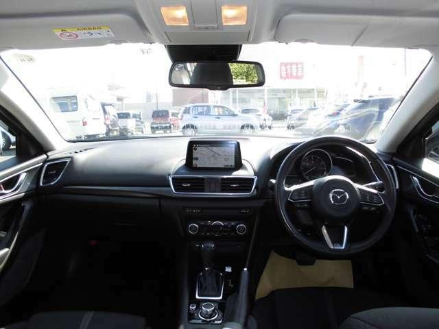 広々とした視界で運転も快適。勿論、安心、安全なSRSエアバックシステム運転席&助手席付
