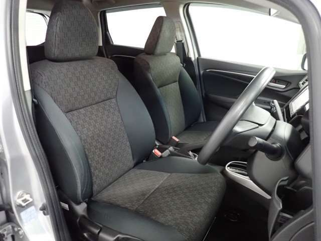 ◆収納スペース◆運転席周りには、小物を置ける収納スペースが充実しています!