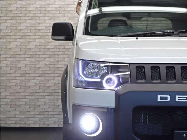 ヘッドライトはインナーブラック加工に加えてLEDイカリング&ファイバーラインをインストール致しました。ご希望のライトカスタムも是非ご相談下さい(^^♪