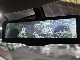 ●【スマートルームミラー】ルームミラーに液晶モニターを搭載し、車体後部のカメラ映像とミラーとを瞬時に切り替えることができる世界初の技術。これで大人数や大荷物を積載しても安心!!