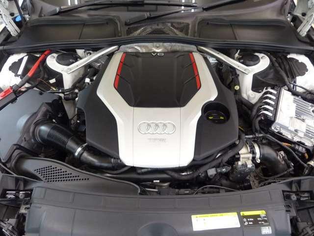 DOHC・V型6気筒IC付ツインターボ/2994cc/電子制御8速AT/354ps/51.0kg・m(カタログ値)